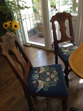 ウイリアム・モリスの刺繍の椅子